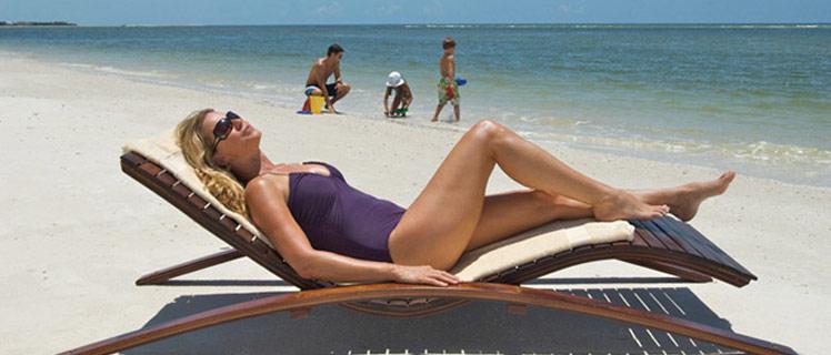 Sunbathing-on-naples-beach